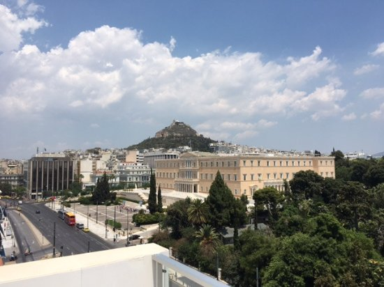 Amalia Hotel: The view from the balcony (The Parlament of Greece)
