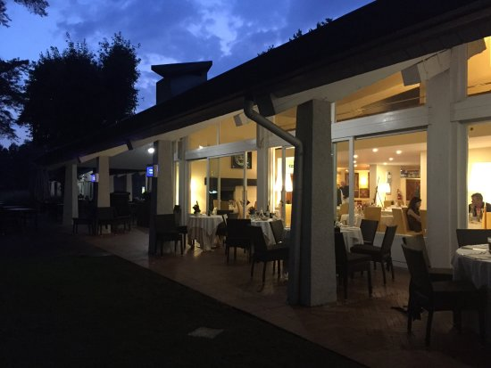 Appiano Gentile, อิตาลี: Guest House by night