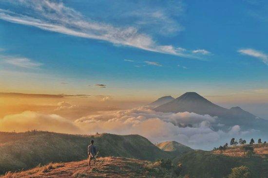 Beautiful Golden Sunrise Top Mount Prau Foto Gunung Gambar