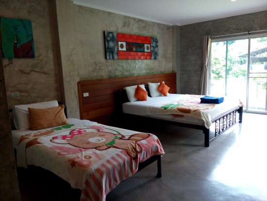 Gongkaew Chiangmai Home: The room is big and clean