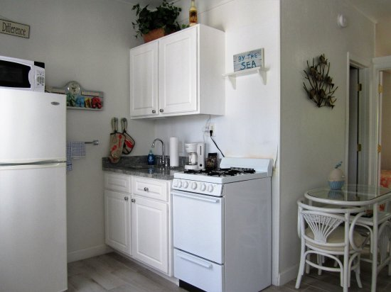 Tropical Winds Motel & Cottages: Cute Kitchens