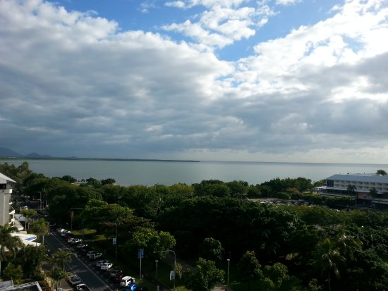 Pacific Hotel Cairns: Esplanade View from Balcony 11th floor