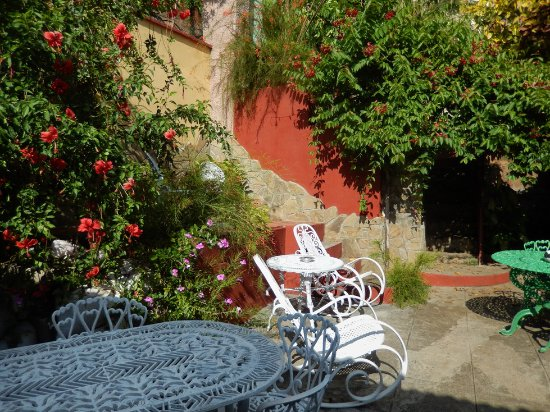 "B&B Elda y Roberto: ""pátio interno com seu jardim"""