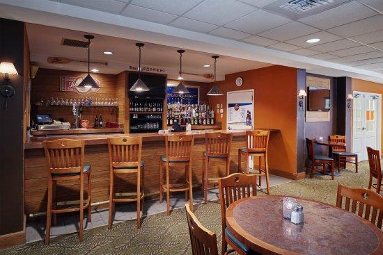 Howard Johnson Plaza Hotel Madison: Northwood's Bar & Grill