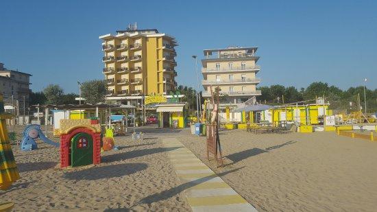 Bagno 14 Michele: Convenzionato con l'albergo situato di fronte