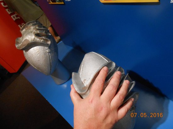 Pro Football Hall of Fame: My hand is just a little smaller than Warren Moon's!