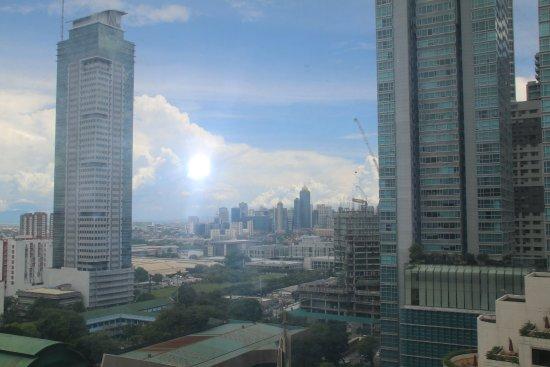 Edsa Shangri-La: Manila skyline