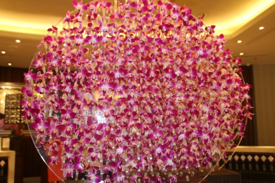 Edsa Shangri-La: Orchids in the lobby