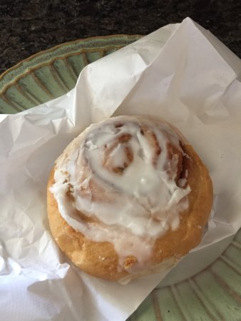 ‪‪Morris‬, إلينوي: iced cinnamon roll $1.00‬