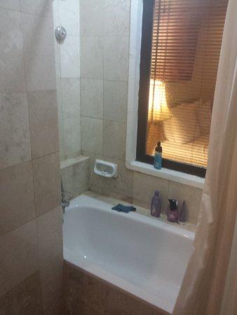 vreemd raam van badkamer luxaflex zit in de slaapkamer... badkamer ...