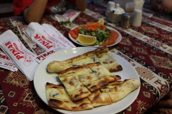 Pinar Pide & Pizza Salonu: Yummy Pide! (Turkish Pizza)