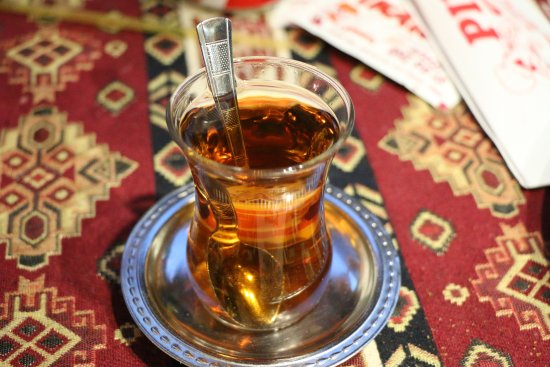 Pinar Pide & Pizza Salonu: Chai (tea) is served complimentary after the meal. The Apple Tea is AMAZING!