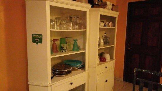 Esperanza Inn: Incluyen wifi y un desayuno : cafe, tostadas, cereal frio, jugo. A un minuto a pie de un colmado