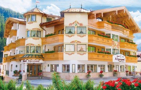 Hotel Alpenjuwel Jager: Aussenansicht Sommer
