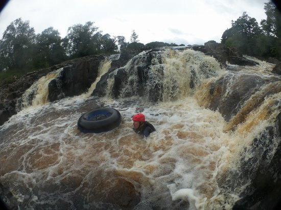 Portinscale, UK: White water tubing, falling off is possible