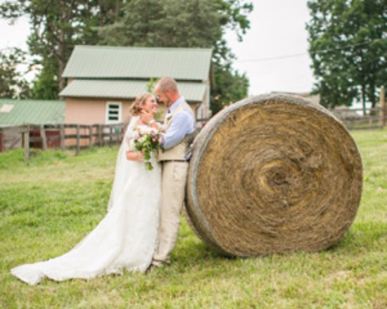 Red Oak, VA: Country farm wedding