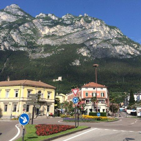 Residence Alle Palme : В 50м от отеля по пути в Poly