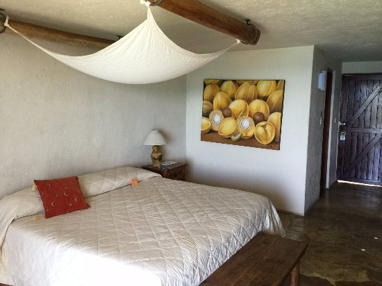 Blue Angel Resort : room was spacious and tropical