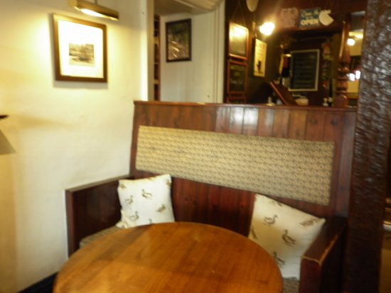 Carperby, UK: in the bar