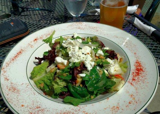 Mayne Island, Kanada: Goat's cheese salad