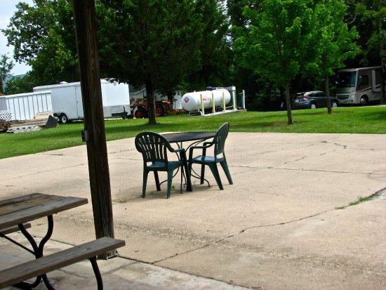 Branson, MO: Propane beside picnic area