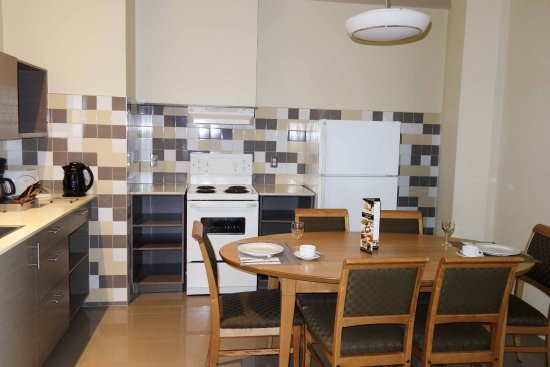 Le Square Phillips Hotel & Suites: Full furnished kitchen.