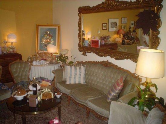 Casapulla, อิตาลี: il Giardino di Ginevra, un accogliente salotto