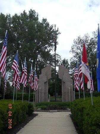 写真Hands of Freedom Monument枚