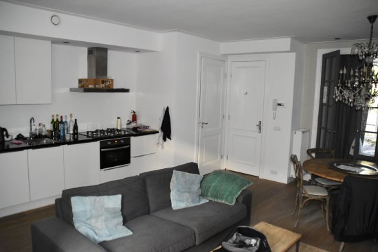 Amsterdam Canal Apartments: Living room, view at the kitchen and entrance