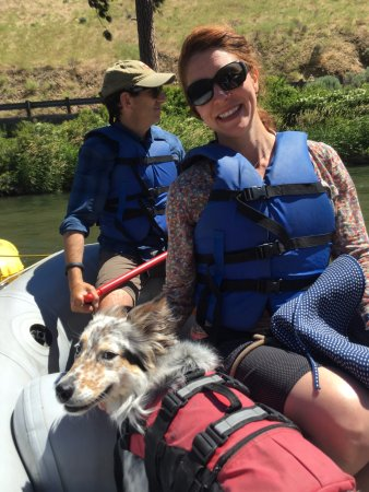 Rill Adventures : friends and furry creatures enjoying the float