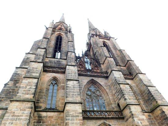 Elisabethkirche: Прекрасный образец ранней готики