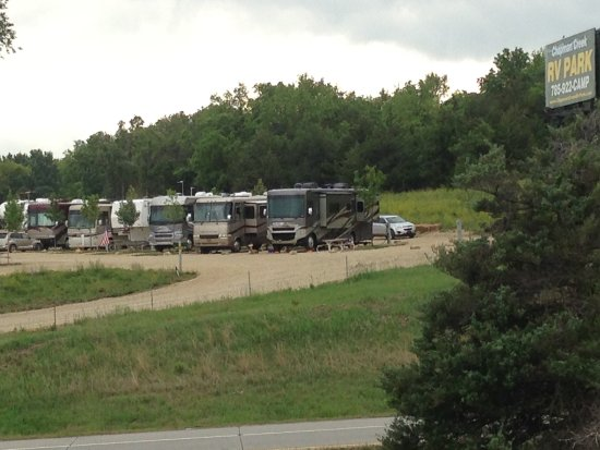 Chapman, KS: This is a beautiful New Campground. Directly of I-70.
