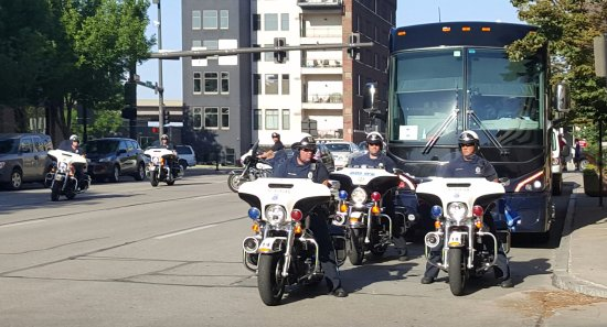 Hilton Garden Inn Omaha Downtown / Old Market Area: UCSB Baseball Team Bus gets a Police Escort to the TD Ameritrade Stadium for the 2016 CWS