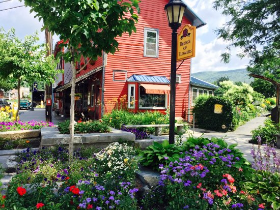 Shelburne Falls, MA: outside pub