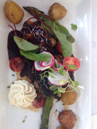 Taby, Suecia: Viande cuite parfaitement, excellent accompagnement.