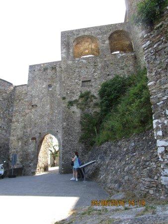Castello Malaspina di Fosdinovo: entrata