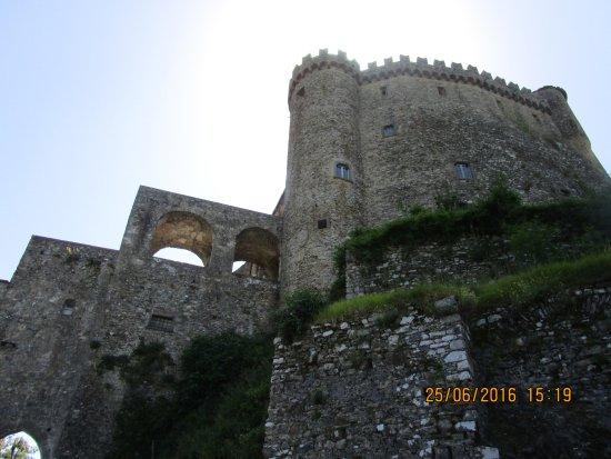 Castello Malaspina di Fosdinovo: mura