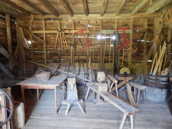 Meadow Farm Museum: farm shed