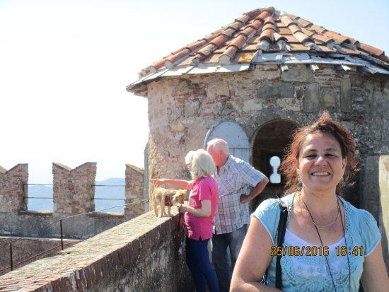 Castello Malaspina di Fosdinovo: sulle mura