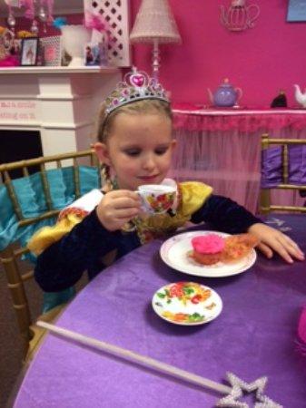Let's Pretend Tea Parties: Tea and cupcake