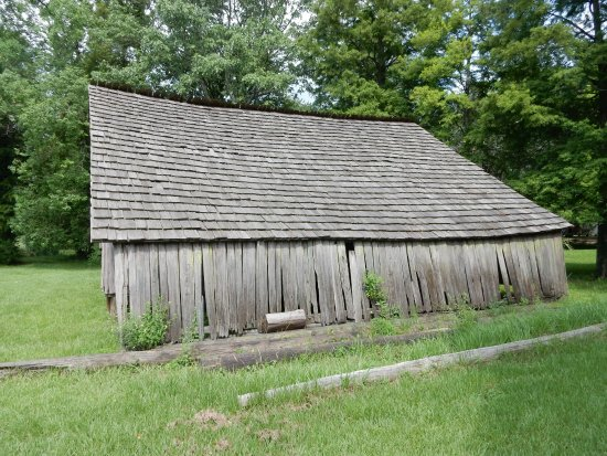 LSU Rural Life Museum : Split Cypress Barn