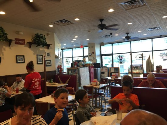 North Haven, CT : Great atmosphere and great pizza!