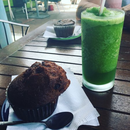Top Carrot : Cappuccino muffin and juice (lemon, lime, and mint!)