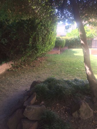 North Highlands, CA: fenced yard