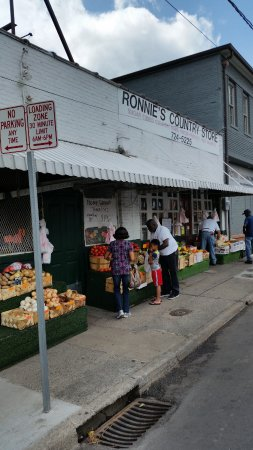 Ronnie's Country Store