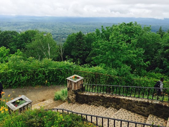 Talcott Mountain State Park: View at the top...