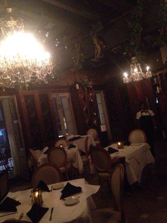 Tony Moran's Restaurant: photo5.jpg