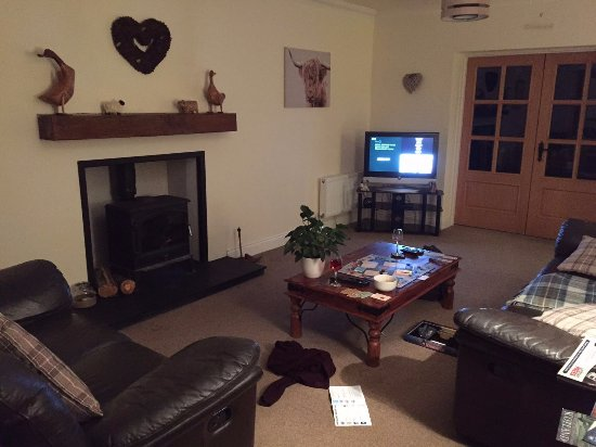 Dores, UK: Living area for guests, playing Monopoly :-)