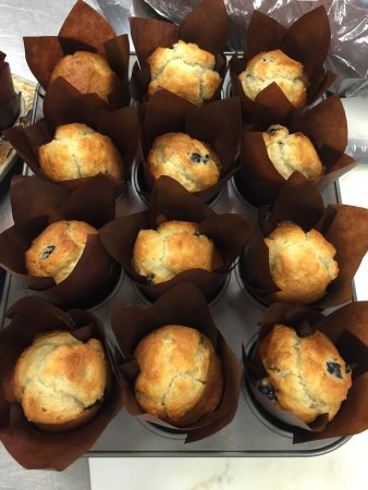Hilton Garden Inn Indianapolis South/Greenwood: Fresh baked muffins every morning.