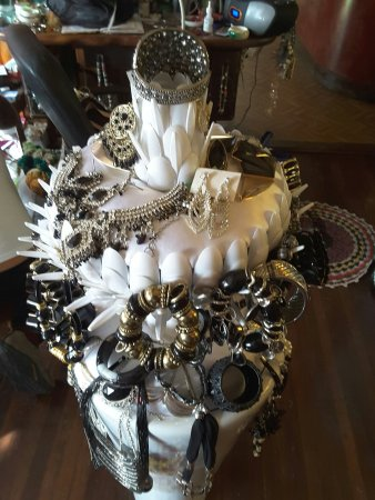 Eungella, ออสเตรเลีย: A brilliant find, everything hand made by Suzanne, a must to see